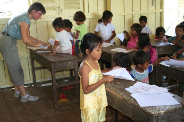 Photo 1: handicraft with the pre-school students.