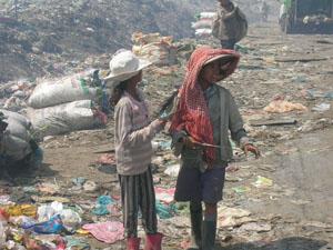 Ook op een vuilnisbelt giebelen vriendinnen, gelukkig